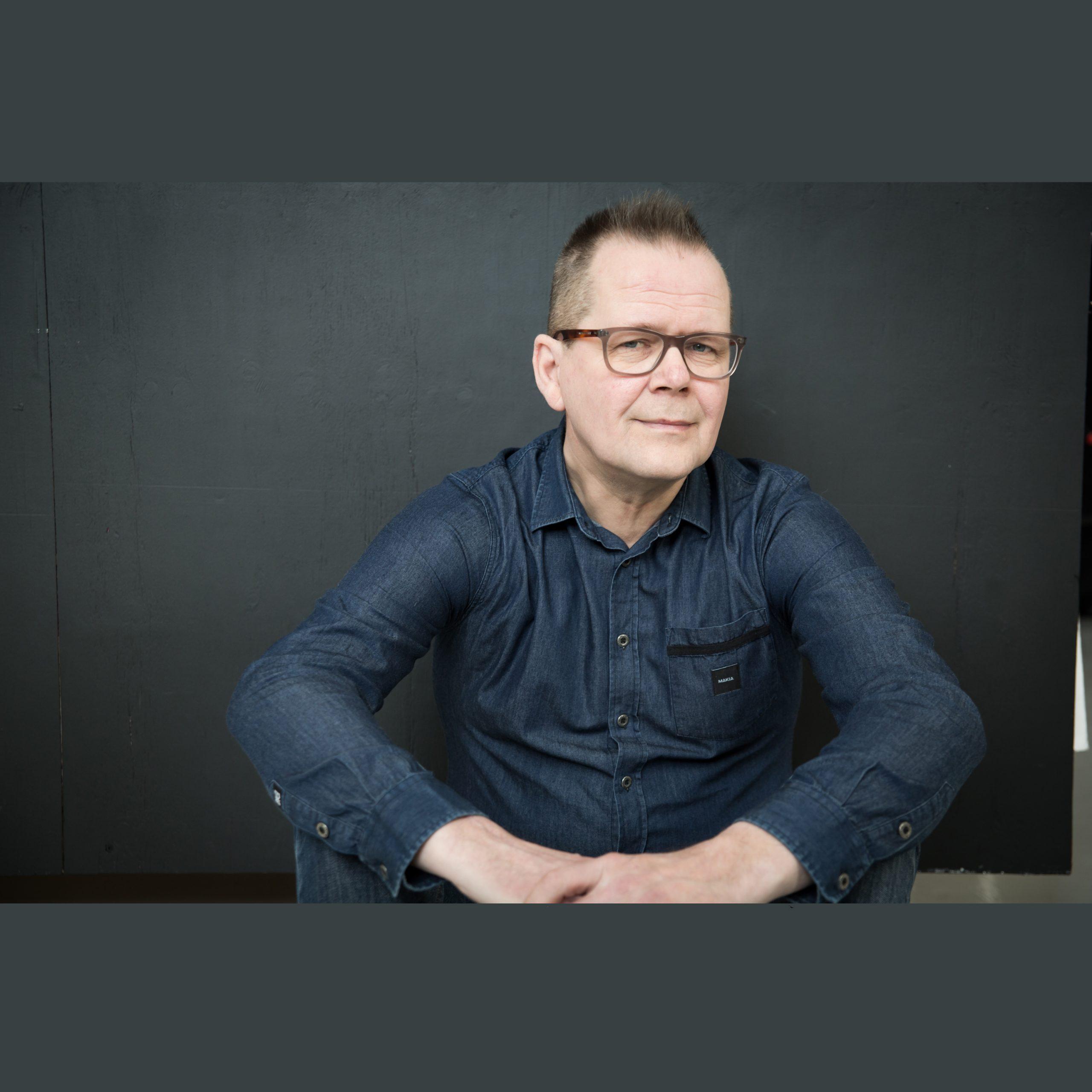 Pieni karanteenikirjakerho ja Kari Hotakaisen Tarina